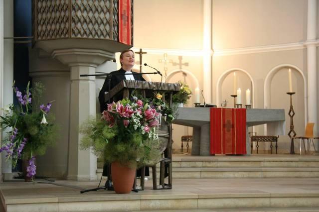 Generalsuperintendentin Trautwein predigt im Stadtfestgottesdienst